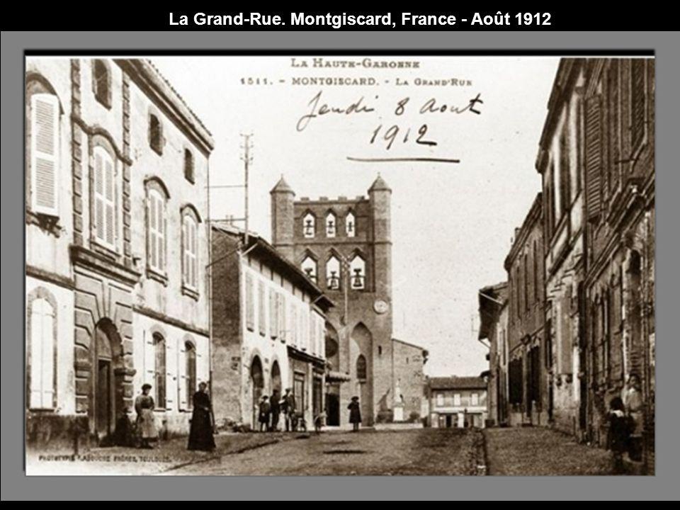 La Grand-Rue. Montgiscard, France - Août 1912