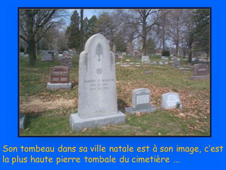 Son tombeau dans sa ville natale est à son image, c'est la plus haute pierre tombale du cimetière ...