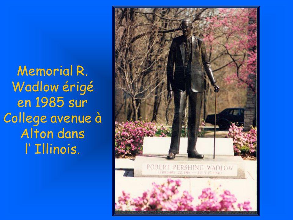 Memorial R. Wadlow érigé en 1985 sur College avenue à Alton dans l' Illinois.
