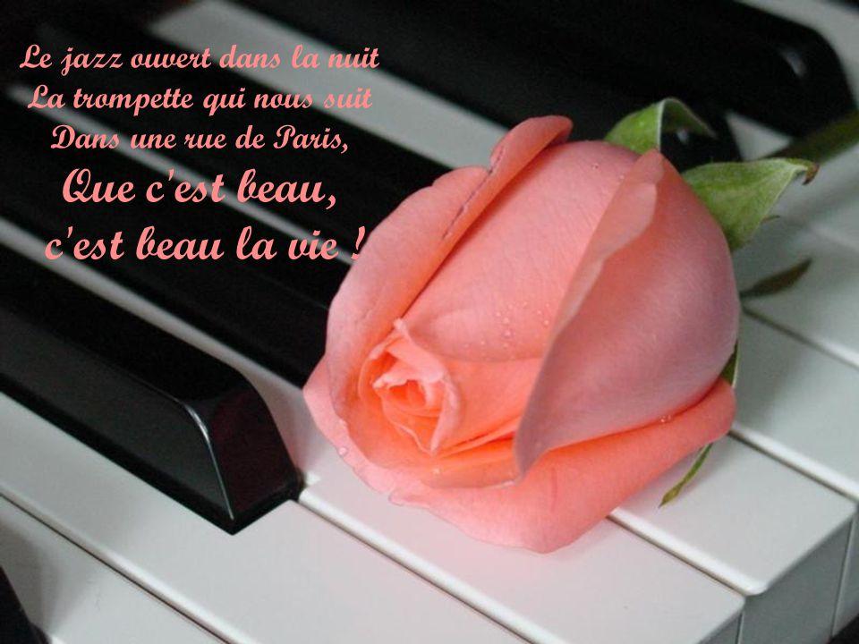 Le jazz ouvert dans la nuit La trompette qui nous suit Dans une rue de Paris, Que c est beau,