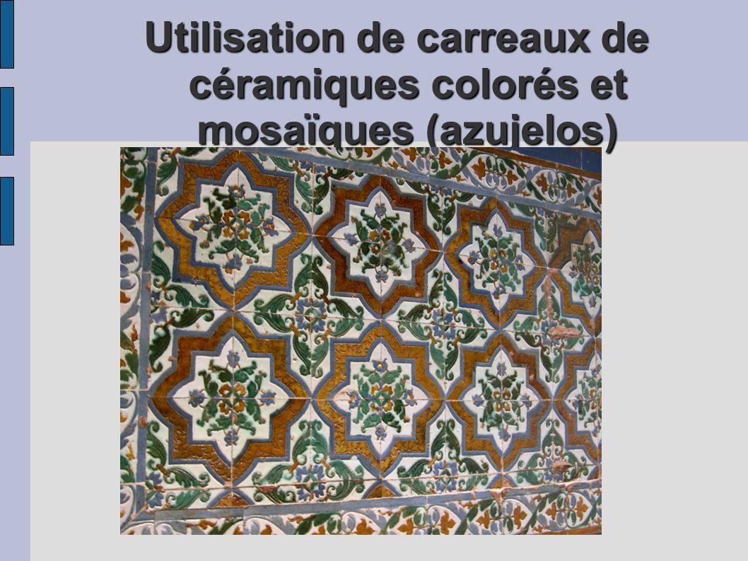 Utilisation de carreaux de céramiques colorés et mosaïques (azujelos)