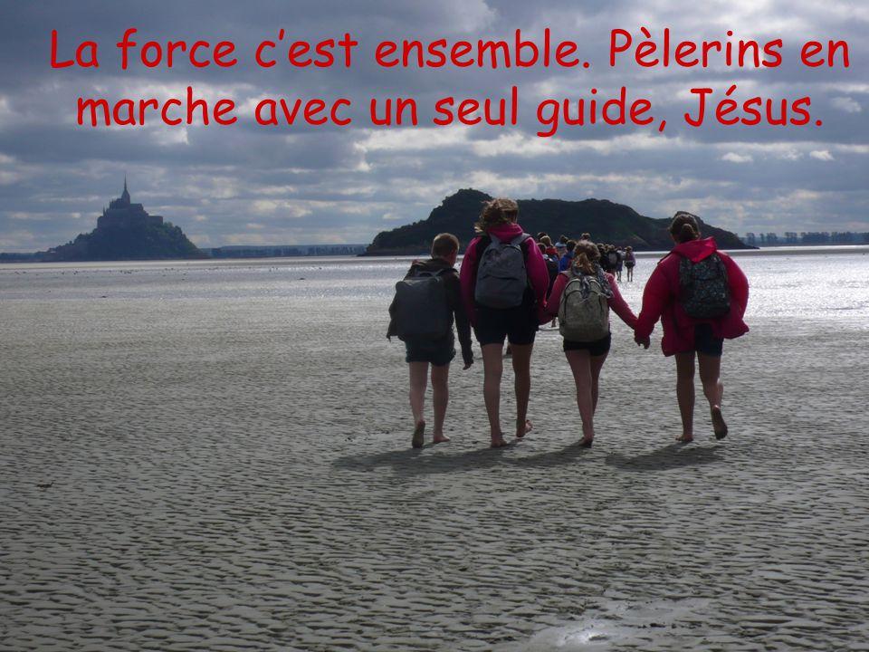La force c'est ensemble. Pèlerins en marche avec un seul guide, Jésus.