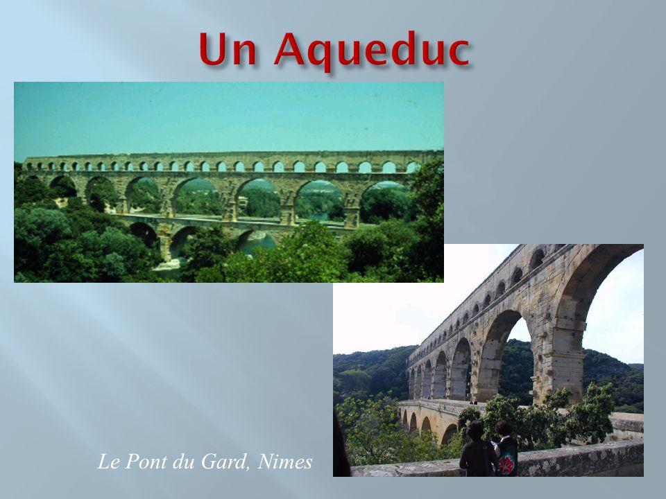 Un Aqueduc Le Pont du Gard, Nimes