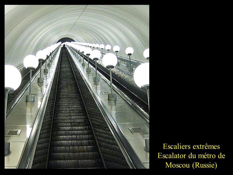 Escalator du métro de Moscou (Russie)