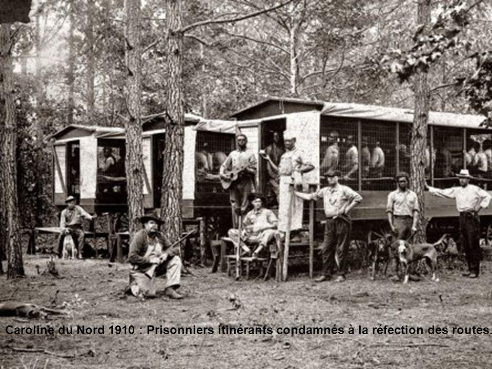Caroline du Nord 1910 : Prisonniers itinérants condamnés à la réfection des routes.