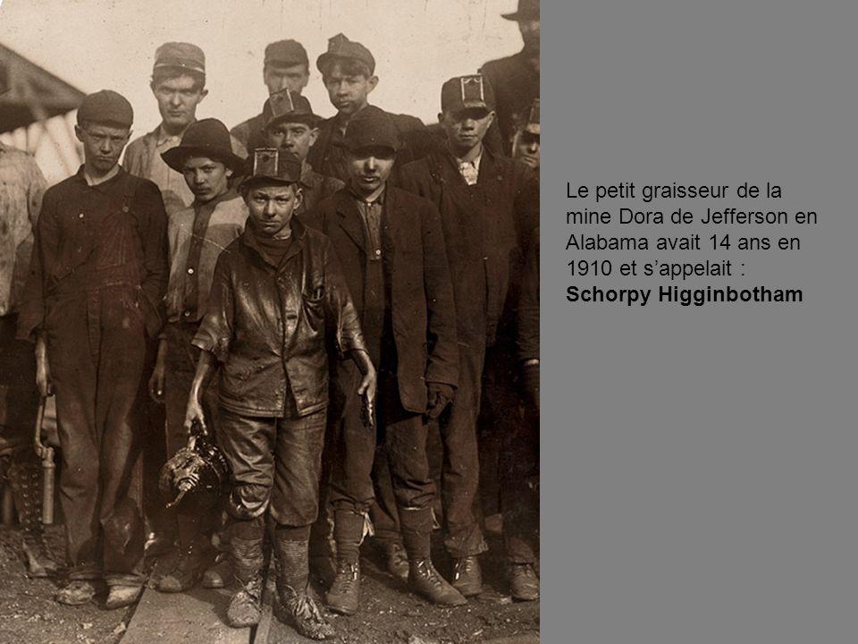 Le petit graisseur de la mine Dora de Jefferson en Alabama avait 14 ans en 1910 et s'appelait : Schorpy Higginbotham