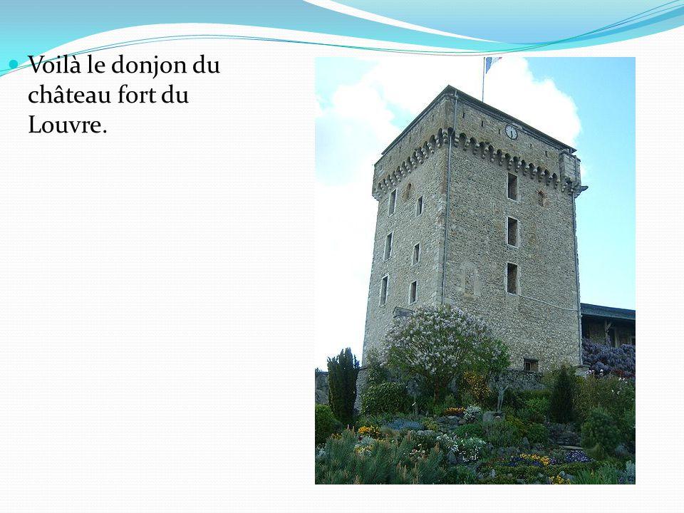 Voilà le donjon du château fort du Louvre.