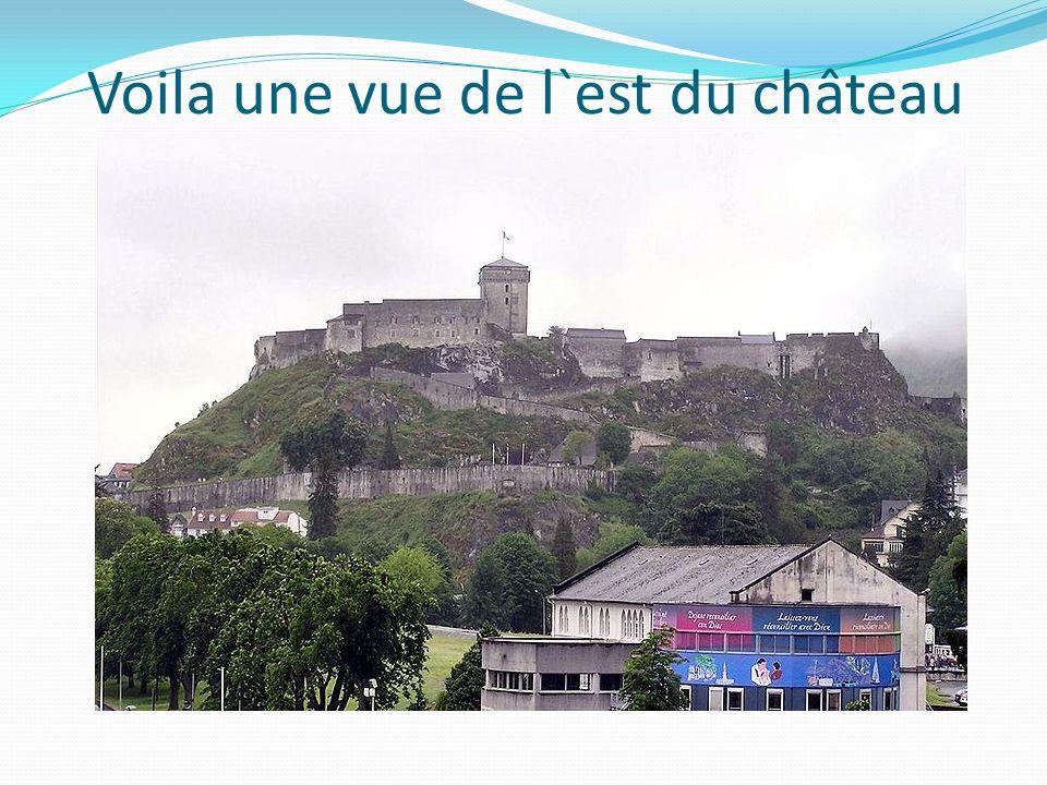 Voila une vue de l`est du château
