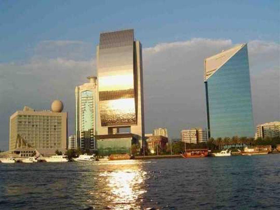 Dans les prochaines années, c est du côté de Dubaï que devrait se concrétiser les prochaines réalisations de Crystal Lagoons.