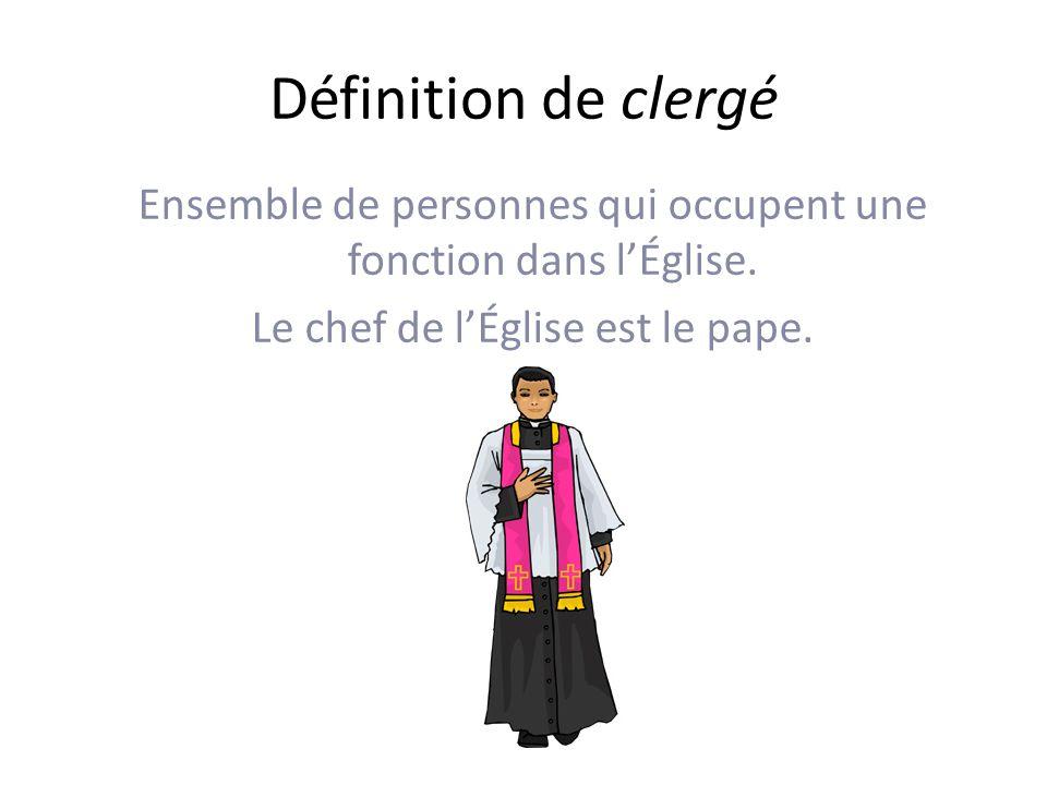 Définition de clergé Ensemble de personnes qui occupent une fonction dans l'Église.