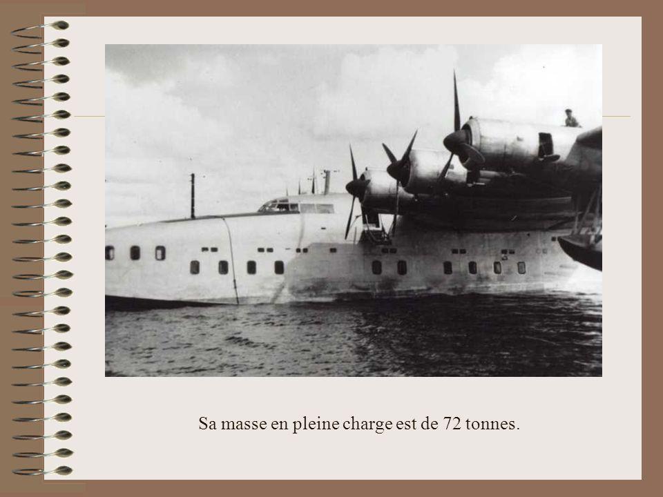Sa masse en pleine charge est de 72 tonnes.