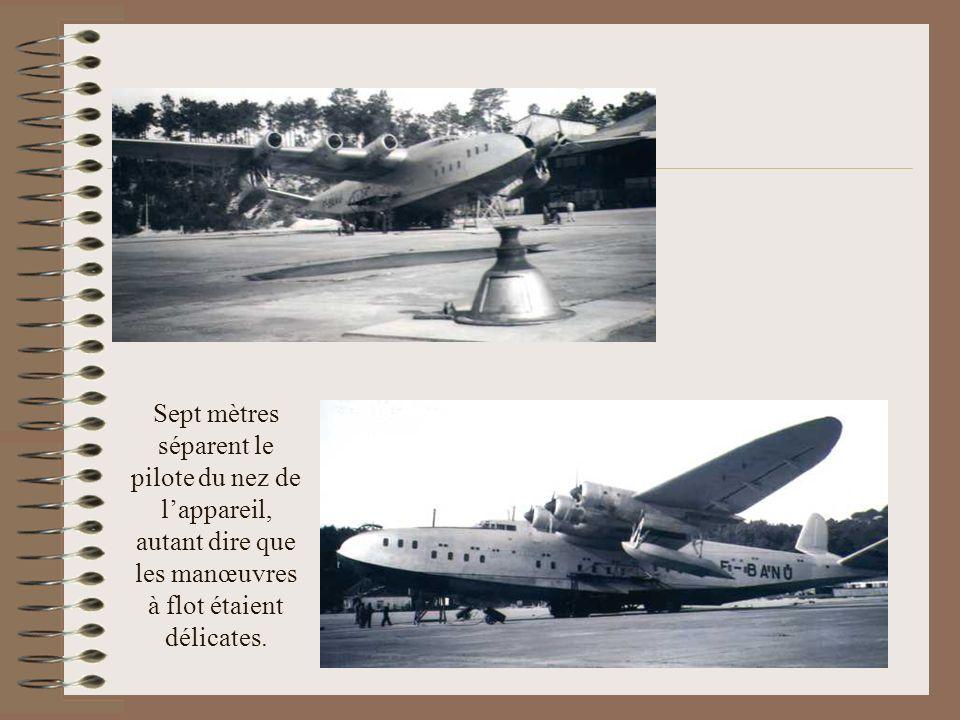 Sept mètres séparent le pilote du nez de l'appareil, autant dire que les manœuvres à flot étaient délicates.