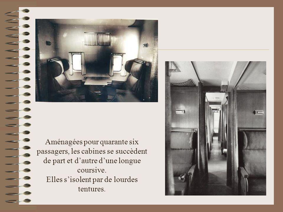 Aménagées pour quarante six passagers, les cabines se succèdent de part et d'autre d'une longue coursive.