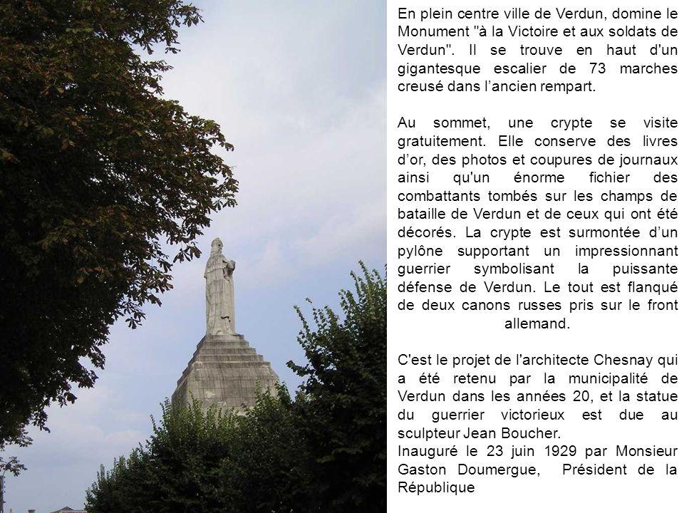 En plein centre ville de Verdun, domine le Monument à la Victoire et aux soldats de Verdun . Il se trouve en haut d un gigantesque escalier de 73 marches creusé dans l'ancien rempart.