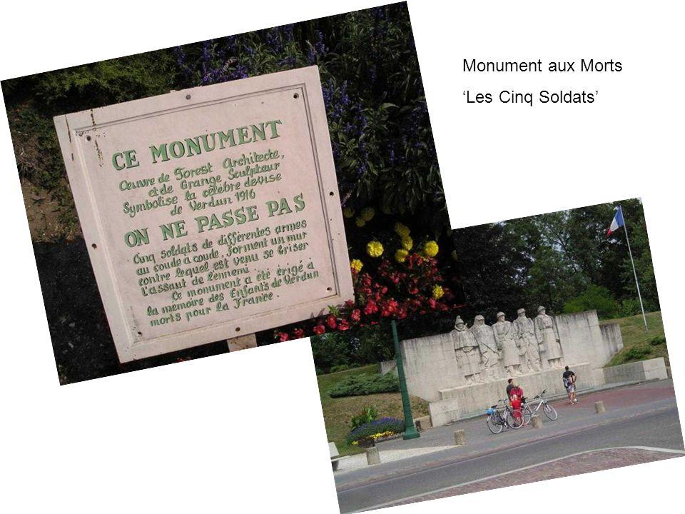 Monument aux Morts 'Les Cinq Soldats'