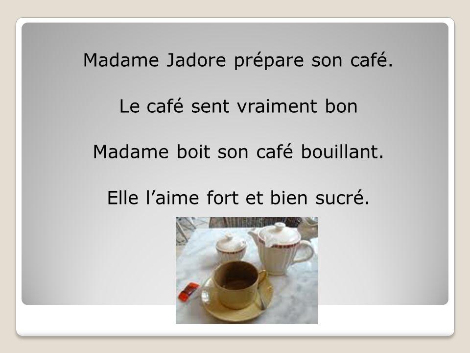 Madame Jadore prépare son café. Le café sent vraiment bon