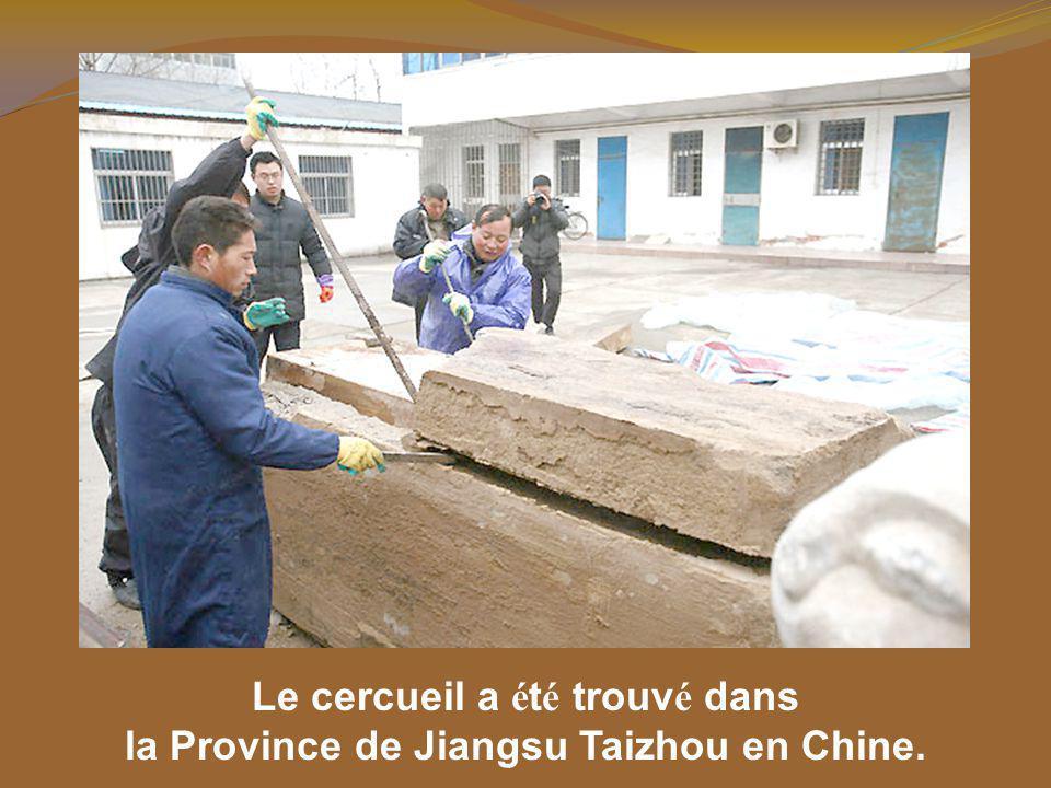 Le cercueil a été trouvé dans la Province de Jiangsu Taizhou en Chine.
