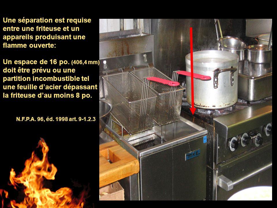 Une séparation est requise entre une friteuse et un