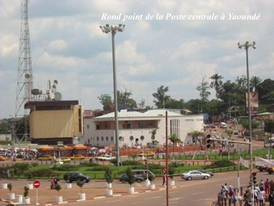 Rond point de la Poste centrale à Yaoundé