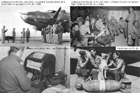 Châteaudun-du-Rhumel, juillet 1943 – Le général Doolittle décore de la Purple Heart un équipage du 97th BG, 414BS