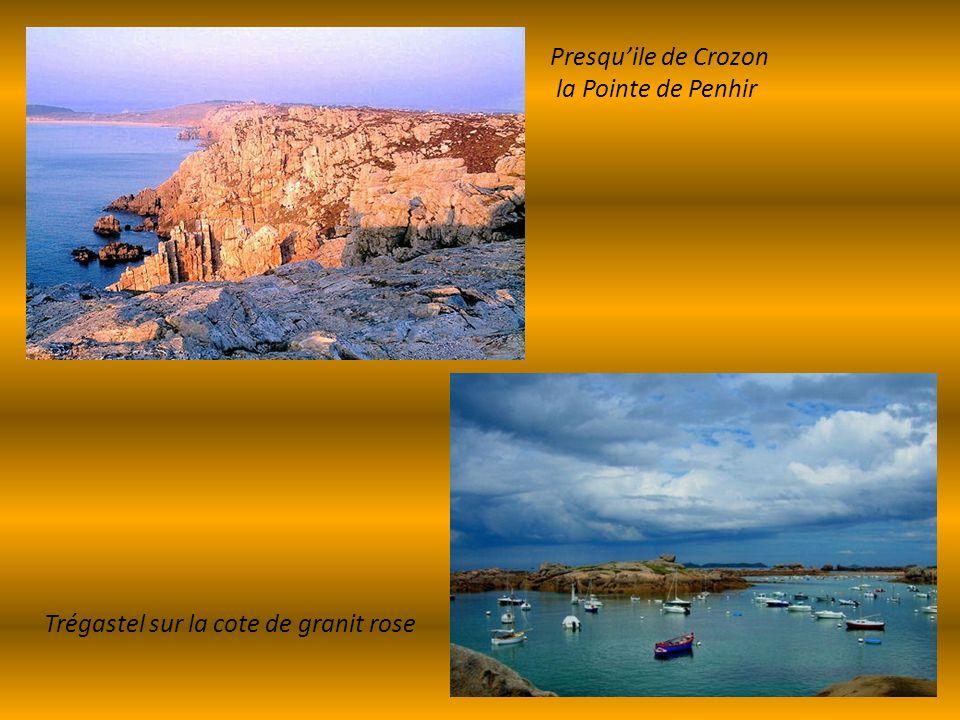 Presqu'ile de Crozon la Pointe de Penhir Trégastel sur la cote de granit rose