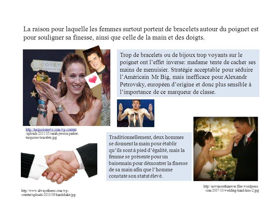 La raison pour laquelle les femmes surtout portent de bracelets autour du poignet est pour souligner sa finesse, ainsi que celle de la main et des doigts.