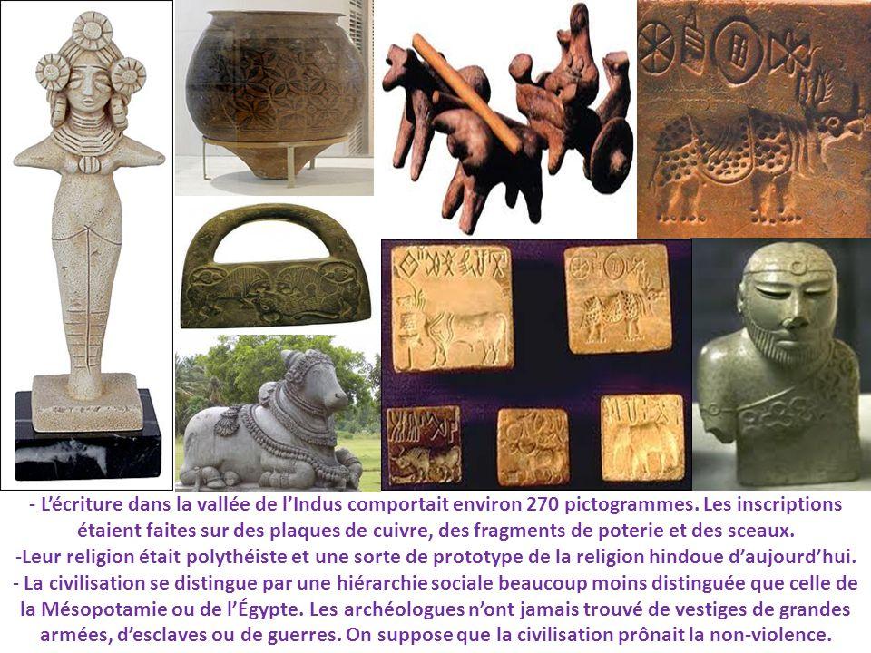 - L'écriture dans la vallée de l'Indus comportait environ 270 pictogrammes. Les inscriptions étaient faites sur des plaques de cuivre, des fragments de poterie et des sceaux.