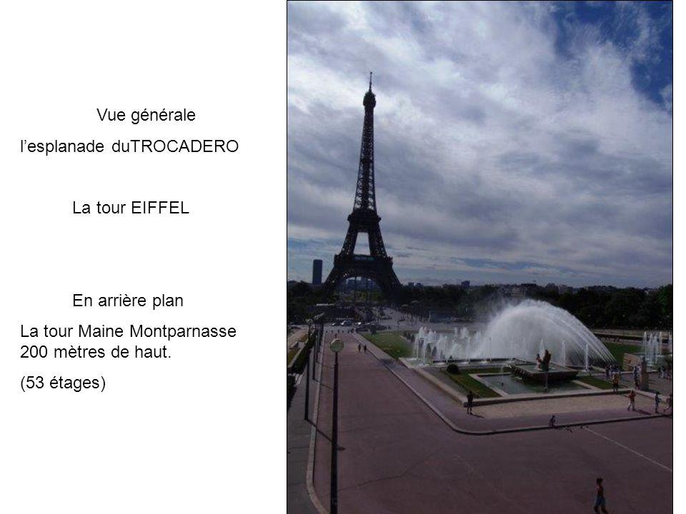 Vue générale l'esplanade duTROCADERO. La tour EIFFEL. En arrière plan. La tour Maine Montparnasse 200 mètres de haut.
