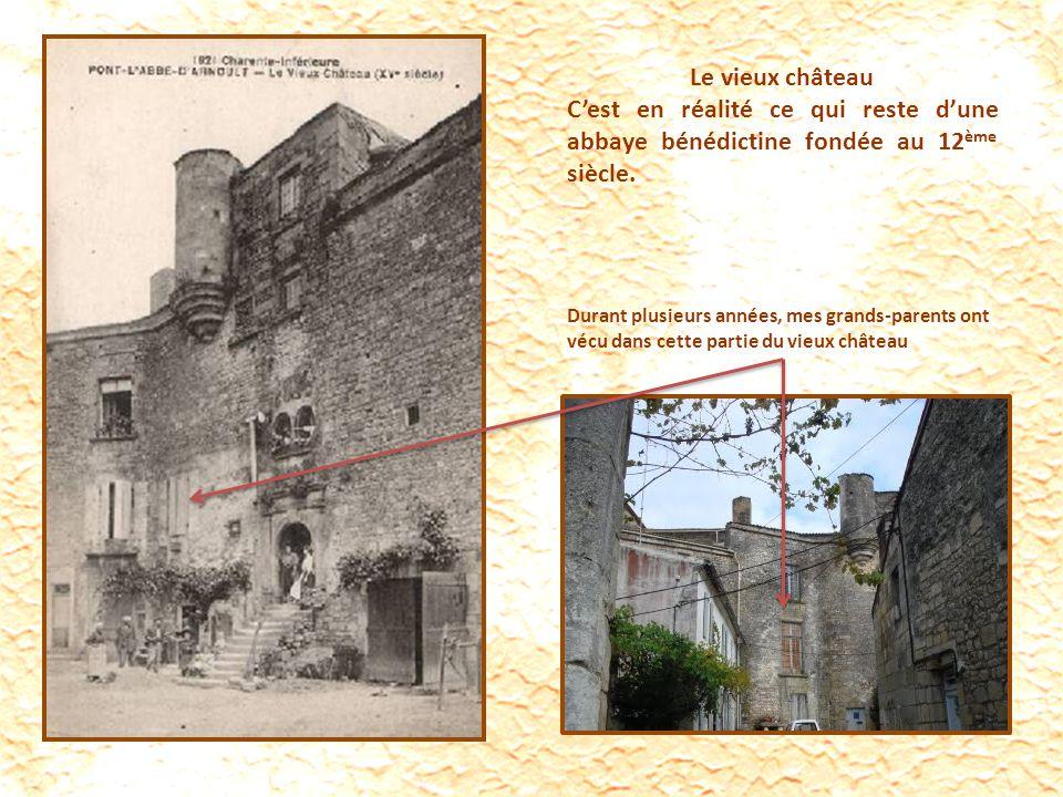 Le vieux château C'est en réalité ce qui reste d'une abbaye bénédictine fondée au 12ème siècle.