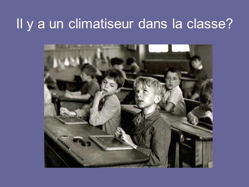 Il y a un climatiseur dans la classe