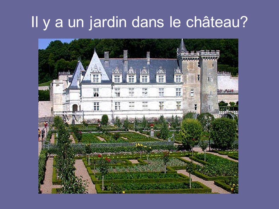Il y a un jardin dans le château