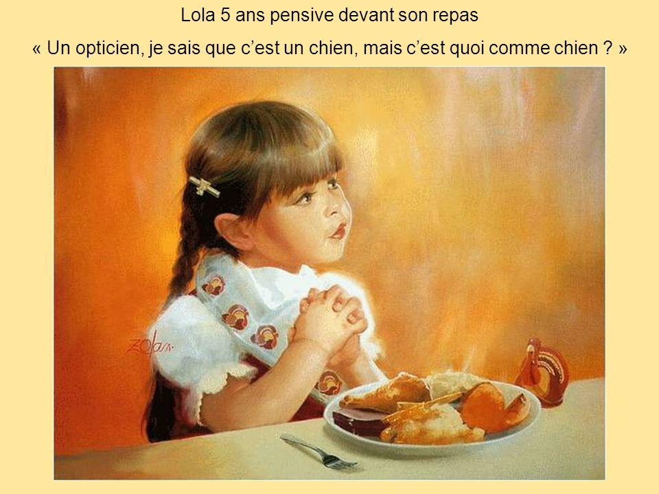 Lola 5 ans pensive devant son repas