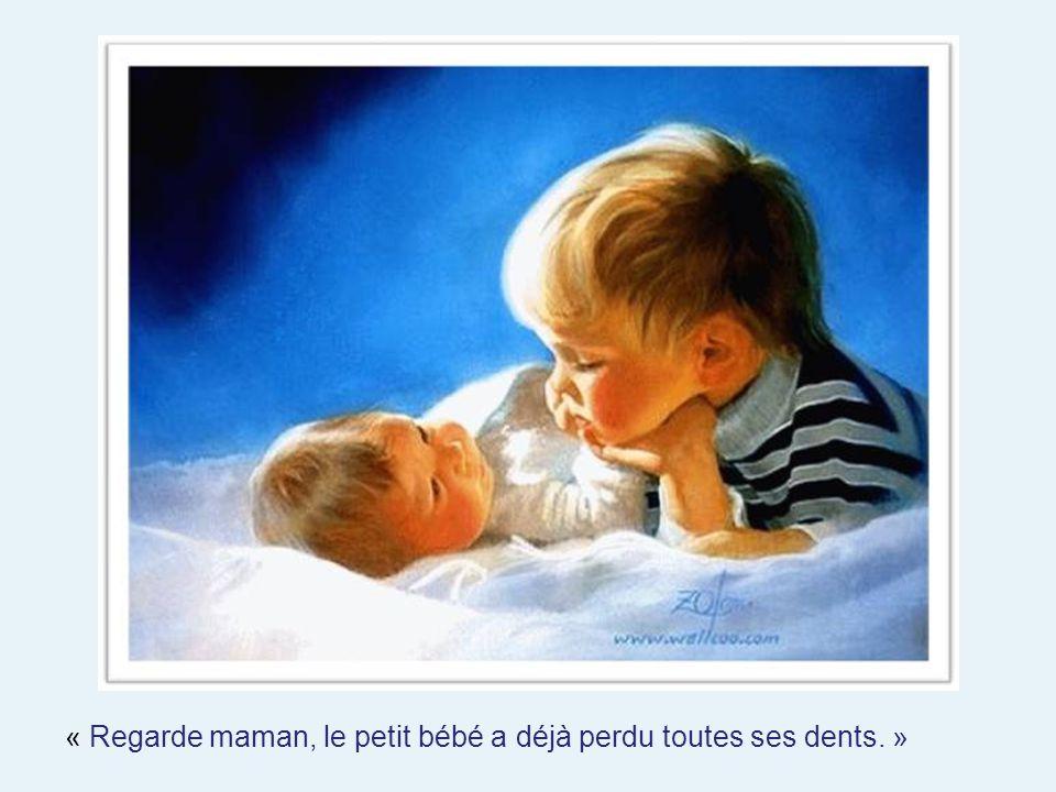 « Regarde maman, le petit bébé a déjà perdu toutes ses dents. »