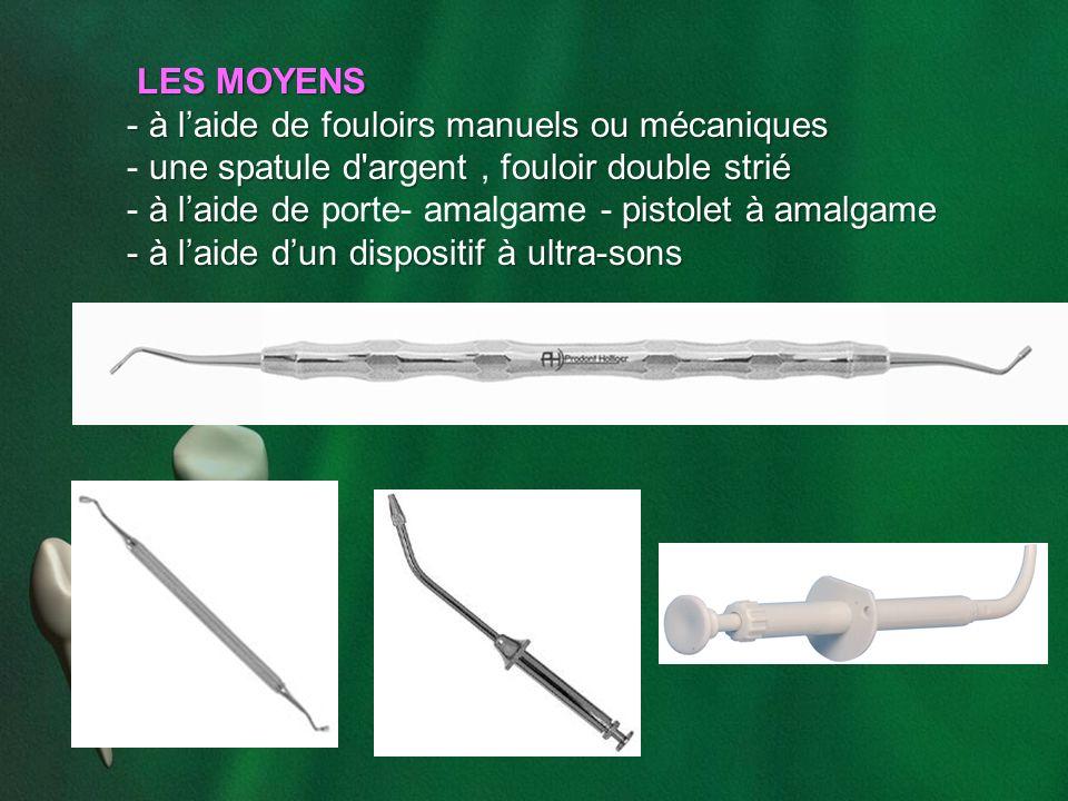 LES MOYENS à l'aide de fouloirs manuels ou mécaniques. une spatule d argent , fouloir double strié.