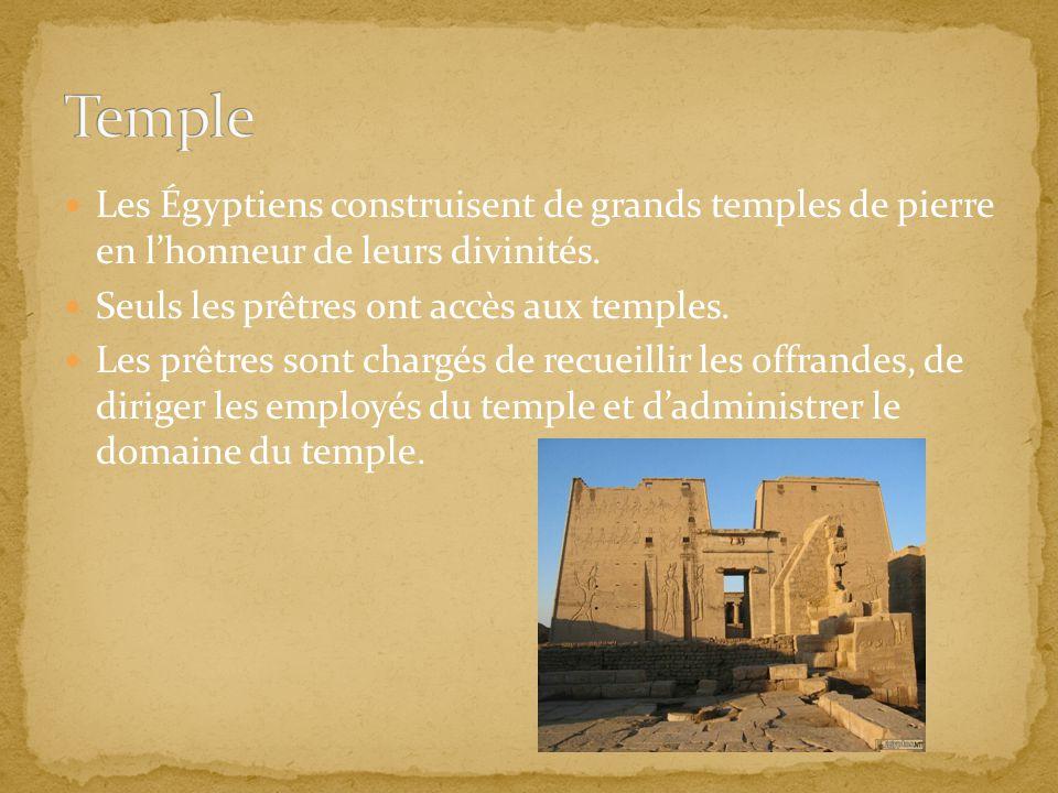Temple Les Égyptiens construisent de grands temples de pierre en l'honneur de leurs divinités. Seuls les prêtres ont accès aux temples.