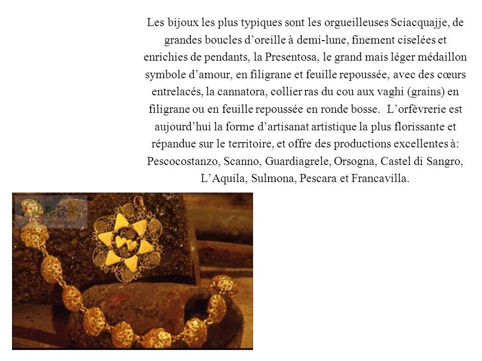 Les bijoux les plus typiques sont les orgueilleuses Sciacquajje, de