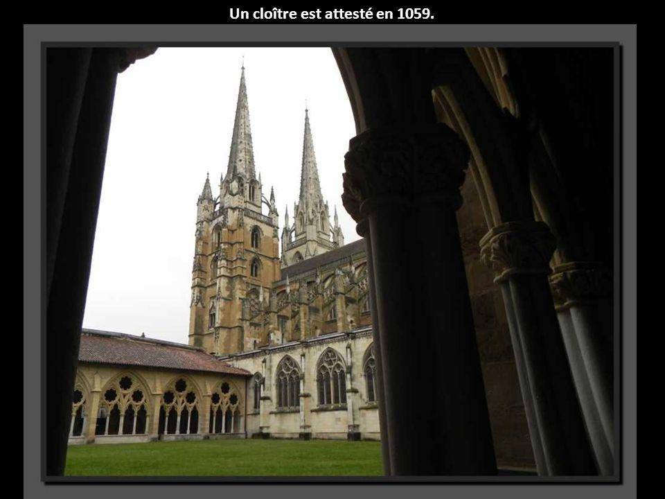 Un cloître est attesté en 1059.