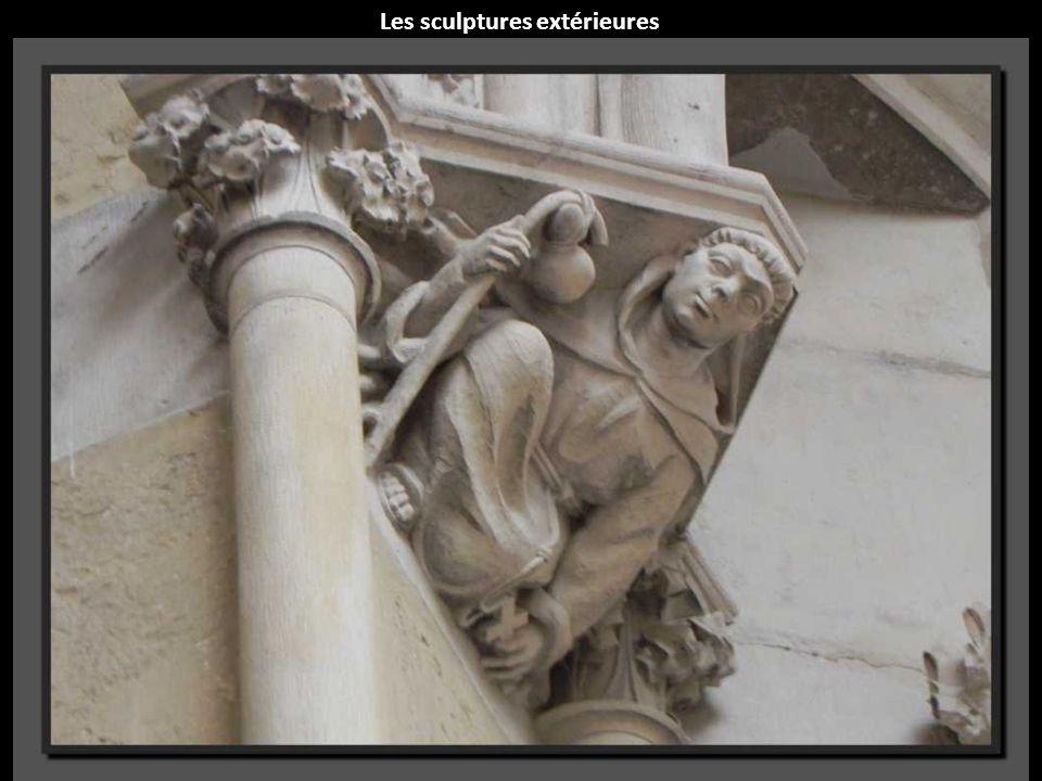 Les sculptures extérieures