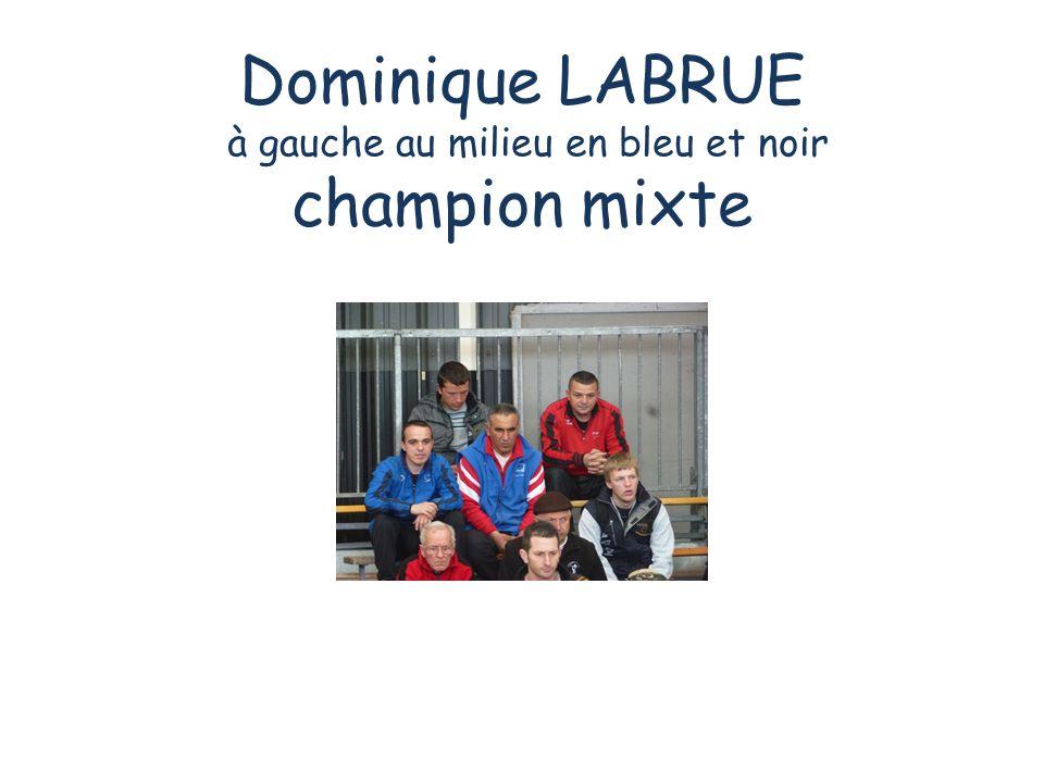 Dominique LABRUE à gauche au milieu en bleu et noir champion mixte