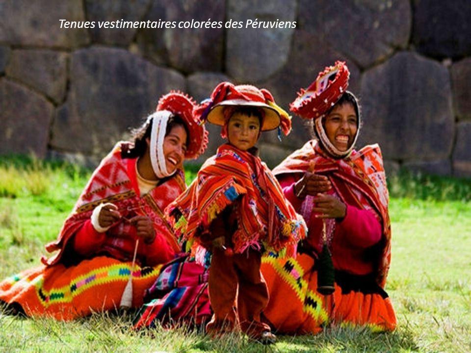 Tenues vestimentaires colorées des Péruviens