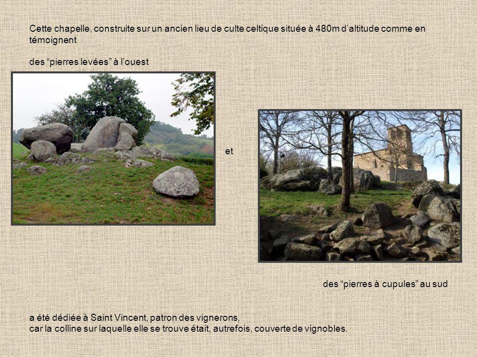 Cette chapelle, construite sur un ancien lieu de culte celtique située à 480m d'altitude comme en témoignent