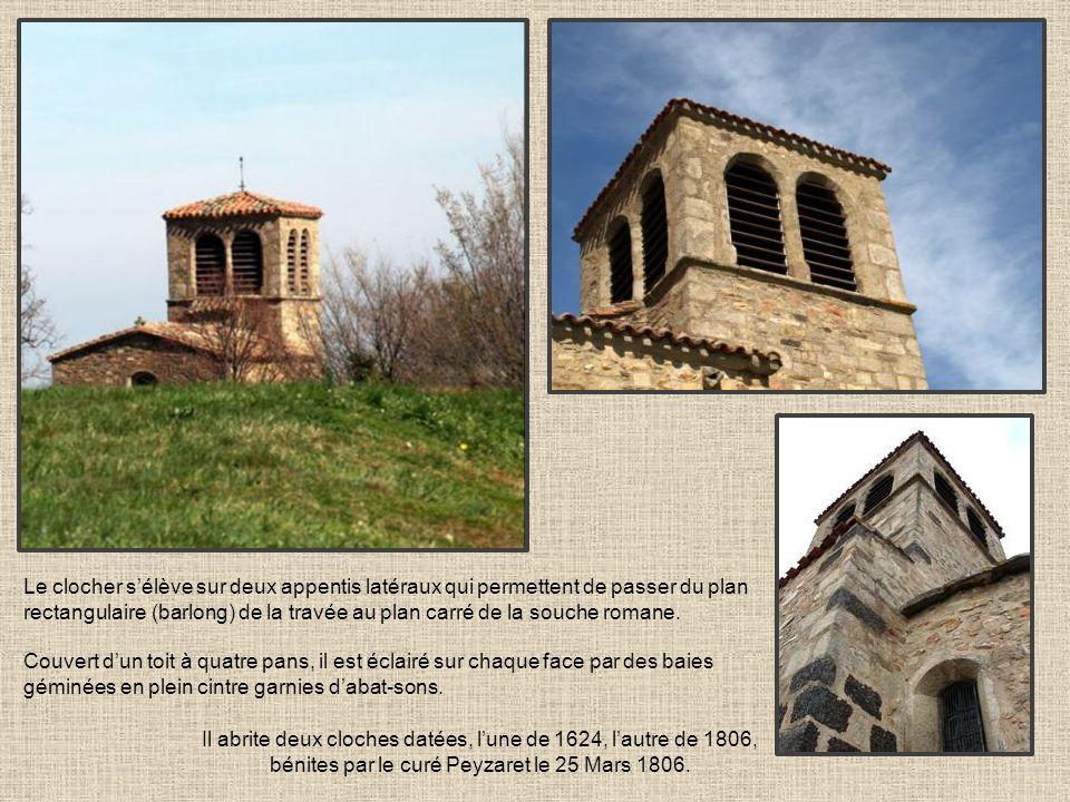 Il abrite deux cloches datées, l'une de 1624, l'autre de 1806,