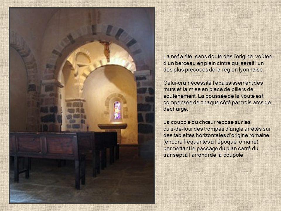 La nef a été, sans doute dès l'origine, voûtée d'un berceau en plein cintre qui serait l'un des plus précoces de la région lyonnaise.