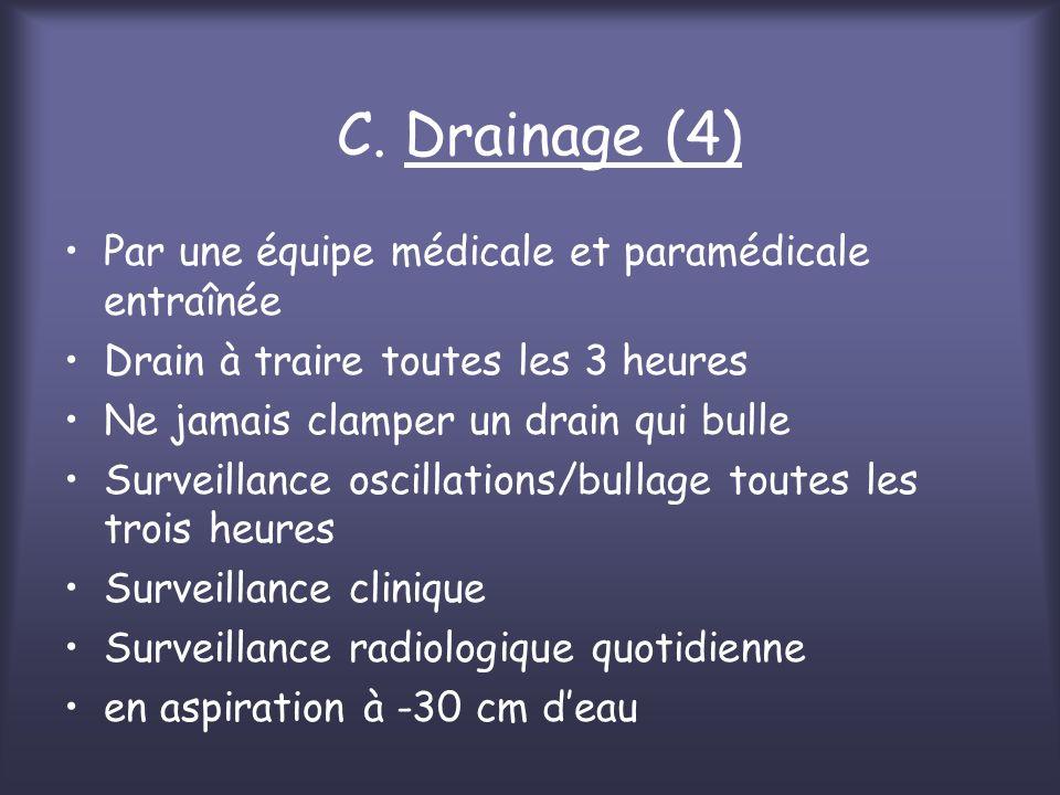 C. Drainage (4) Par une équipe médicale et paramédicale entraînée