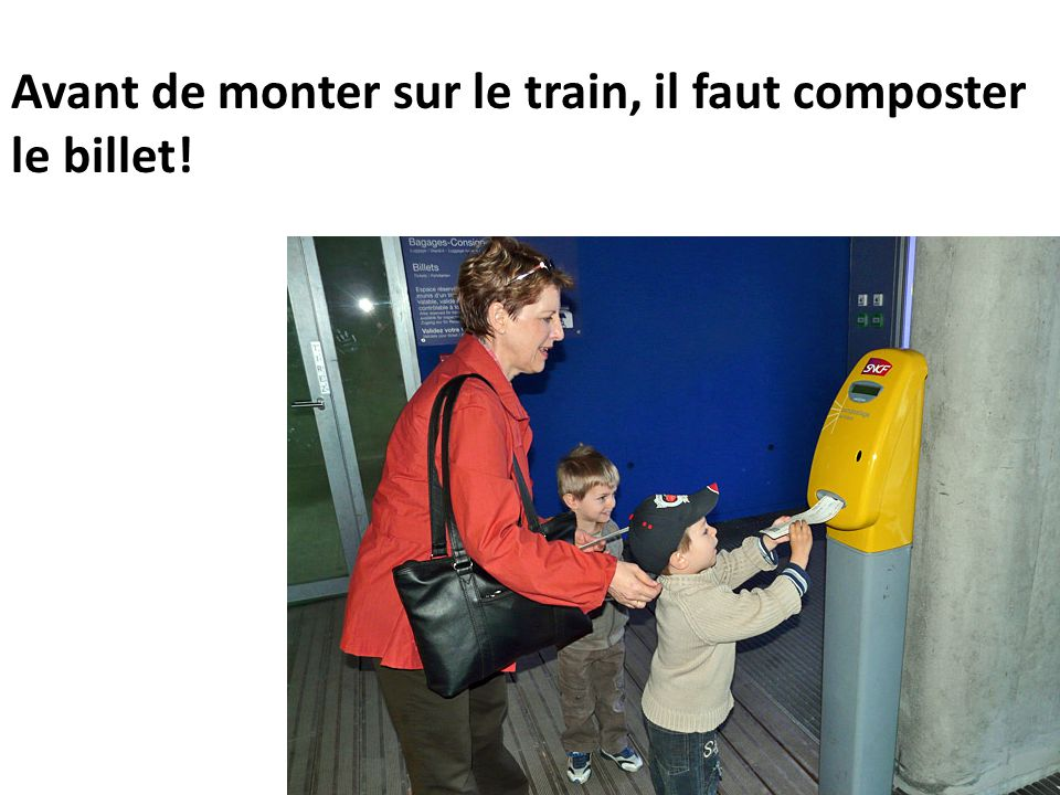 Avant de monter sur le train, il faut composter le billet!