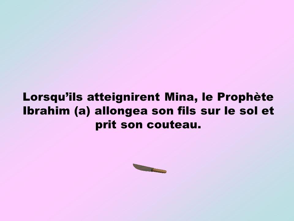 Lorsqu'ils atteignirent Mina, le Prophète Ibrahim (a) allongea son fils sur le sol et prit son couteau.