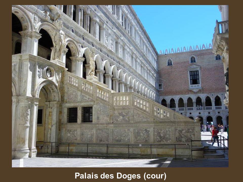 Palais des Doges (cour)