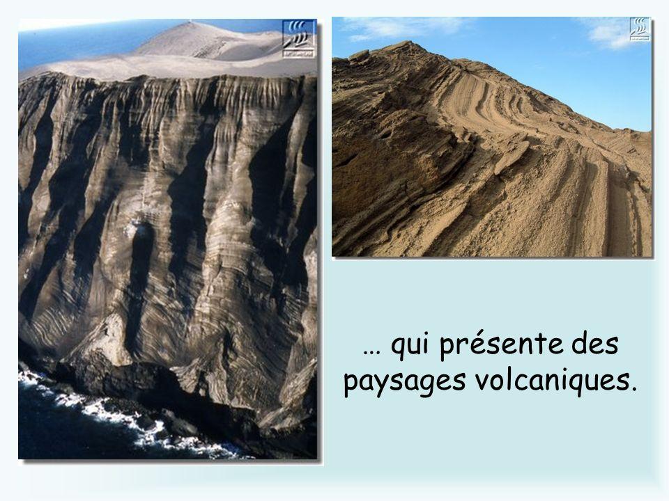 … qui présente des paysages volcaniques.