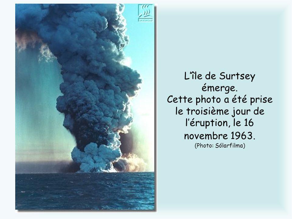L'île de Surtsey émerge