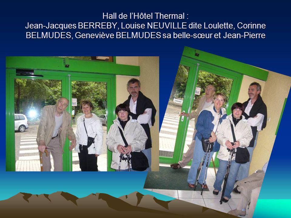 Hall de l'Hôtel Thermal : Jean-Jacques BERREBY, Louise NEUVILLE dite Loulette, Corinne BELMUDES, Geneviève BELMUDES sa belle-sœur et Jean-Pierre